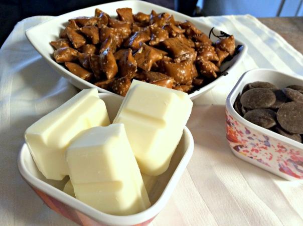Mini pretzel football ingredients (stronglikemycoffee.com)