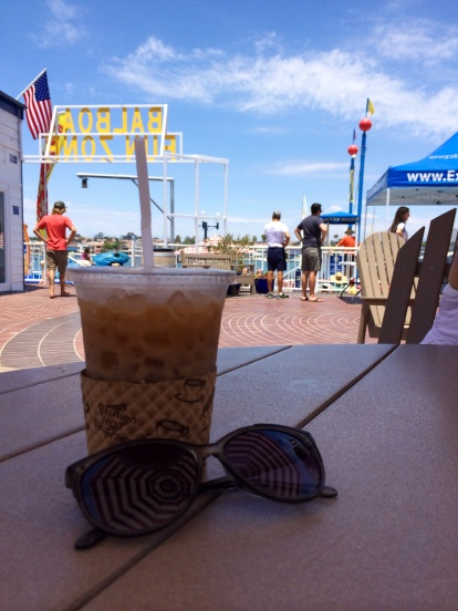 Iced Coffee on the beach (stronglikemycoffee.com)