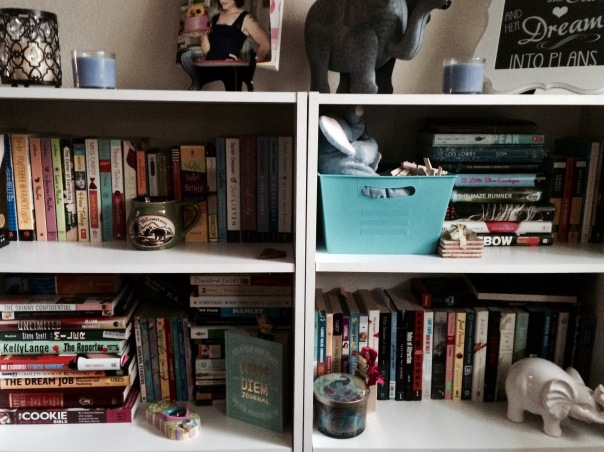 Bookshelf and room decor | Stronglikemycoffee.com