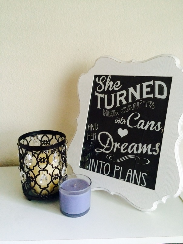 Candle and picture frame with quote | Stronglikemycoffee.com