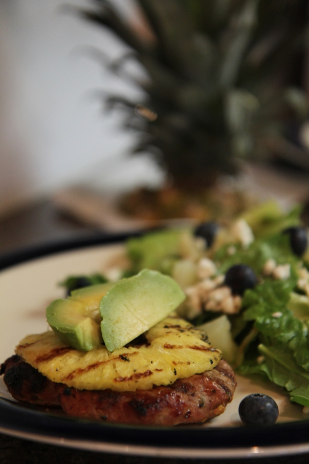 Healthy Teriyaki Turkey Burgers with Grilled Pineapple | Stronglikemycoffee.com Blog